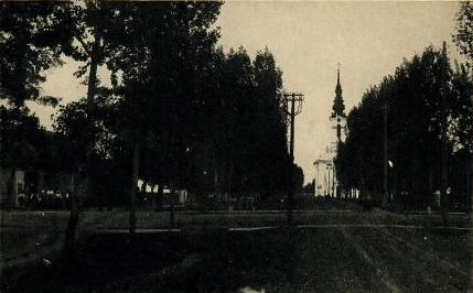 Bulkeser Kirche 1936 mit Geschäft von Valentin Elicker